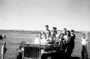Amerika SSRS buvo tiekė ne tik karinę, bet ir utilatarinę techniką: visokių viliukų, sunkvežimių, puspriekabių, traktorių ir kitokio gerio JAV prištampavo milijonais ir perdavė Stalinui.